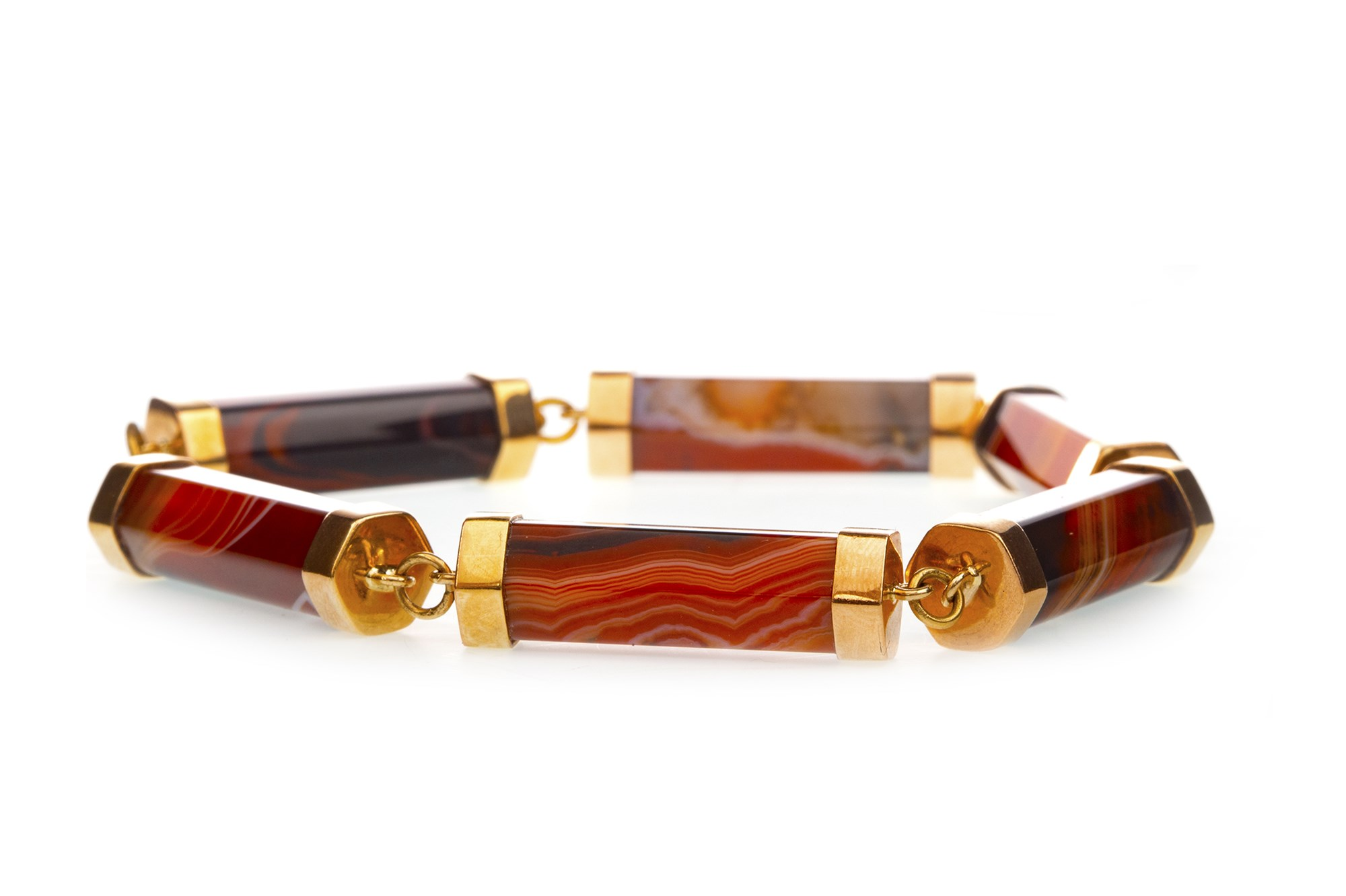 Lot 32 - A SCOTTISH VICTORIAN AGATE BRACELET