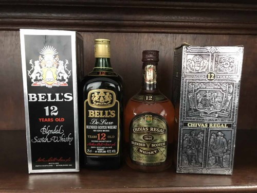 Lot 26 - BELL'S DE LUXE 12 YEARS OLD Blended Scotch...