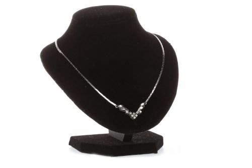 Lot 583 - DIAMOND SET NECKLET with a central V shaped...