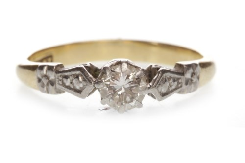 Lot 679 - ART DECO DIAMOND SOLITAIRE RING with an eight...