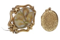 Lot 740 - VICTORIAN MOURNING BROOCH set with a central...