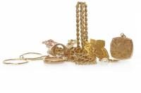Lot 758 - NINE CARAT GOLD ROPETWIST NECKLACE 62cm long,...
