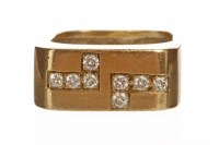 Lot 119 - 1960S DIAMOND SET DRESS RING the rectangular...