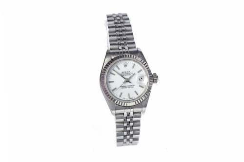 Lot 772-LADY'S ROLEX OYSTER PERPETUAL DATEJUST STAINLESS...