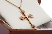 Lot 511-WELSH CLOGAU CROSS PENDANT ON CHAIN the cross...