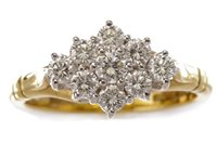 Lot 176 - A DIAMOND CLUSTER RING