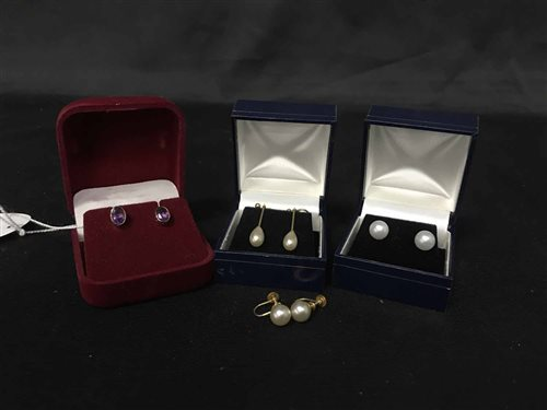 Lot 21-PAIR OF FAUX PEARL DROP EARRINGS AND OTHER EARRINGS