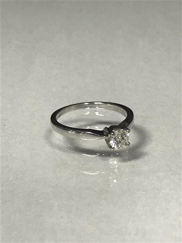Lot 51-A DIAMOND SOLITAIRE RING