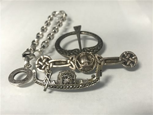 Lot 21-A SCOTTISH SILVER BROOCH AND OTHER JEWELLERY