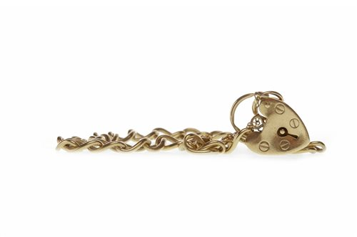 Lot 238-A GOLD CURB LINK BRACELET