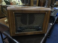 Lot 89-AN EARLY 20TH CENTURY RADIO