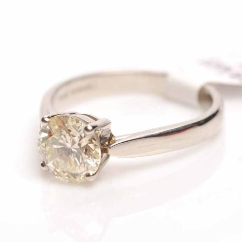 Lot 1700-DIAMOND SOLITAIRE RING the brilliant cut stone of ...