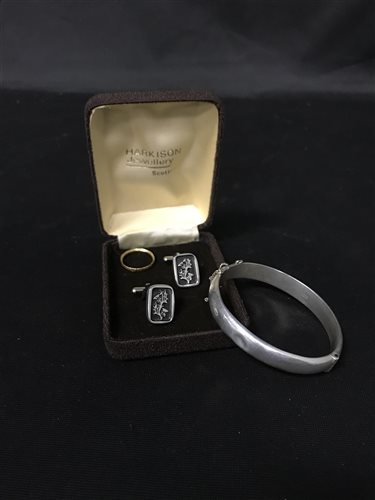 Lot 11-A PAIR OF SILVER CUFFLINKS AND OTHER JEWELLERY