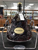 Lot 77-UPDATE:A DISPLAY BOTTLE OF HENNESSY COGNAC XO - ONE 3 LITRE BOTTLE