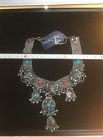 Lot 9-AN IRANIAN NECKLACE AND EARRINGS SET