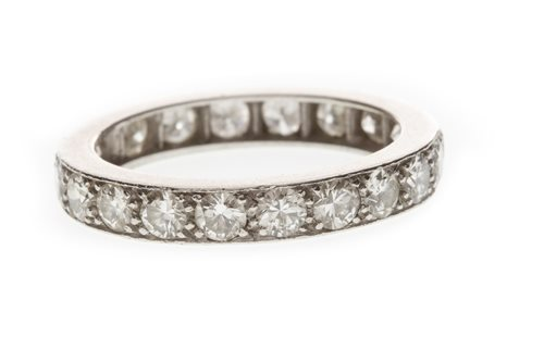 Lot 8-AN EARLY TWENTIETH CENTURY DIAMOND ETERNITY RING