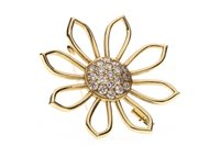 Lot 16-AN EIGHTEEN CARAT GOLD DIAMOND BROOCH