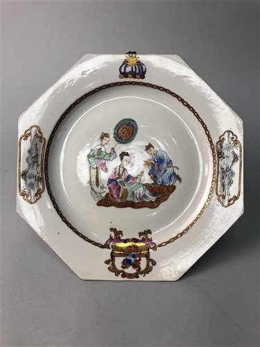 Lot 941-A CHINESE QING DYNASTY FAMILLE ROSE PLATE