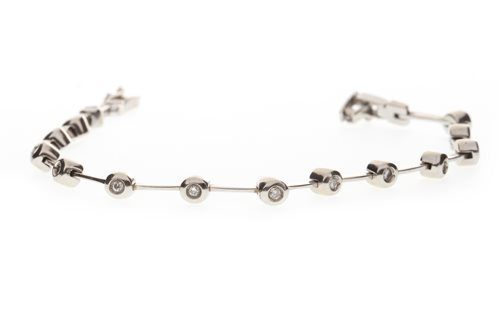 Lot 5-A DIAMOND BRACELET