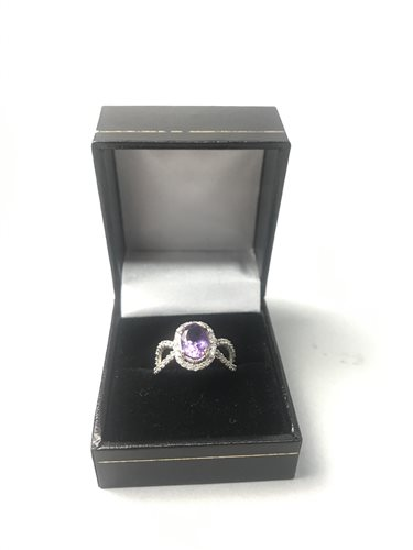 Lot 18-AN AMETHYST AND DIAMOND RING