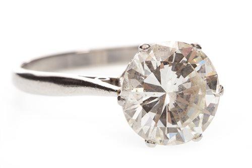 Lot 63 - AN IMPRESSIVE DIAMOND SOLITAIRE RING
