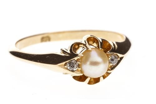 Lot 247 - AN EARLY TWENTIETH CENTURY PEARL AND DIAMOND RING