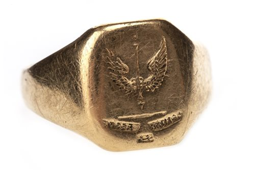 Lot 23-A GENTLEMAN'S EIGHTEEN CARAT GOLD SIGNET RING