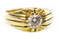 Lot 38 - A GENTLEMAN'S DIAMOND SINGLE STONE RING