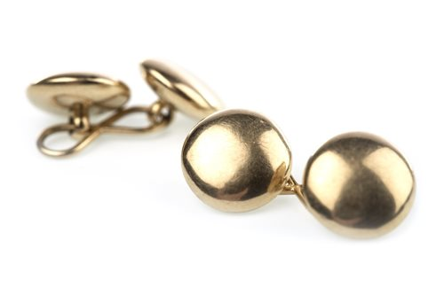 Lot 21-A PAIR OF CUFF LINKS