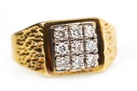 Lot 96 - A GENTLEMAN'S DIAMOND RING