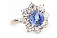 Lot 134 - A SAPPHIRE AND DIAMOND CLUSTER RING