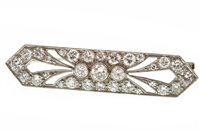 Lot 25-AN ART DECO DIAMOND SET BROOCH