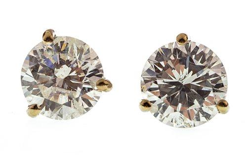 Lot 20-A PAIR OF DIAMOND STUD EARRINGS