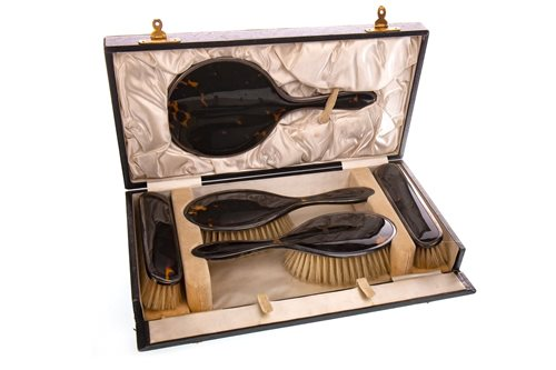 Lot 881 - EARLY 20TH CENTURY SILVER AND TORTOISESHELL FIVE PIECE VANITY SET