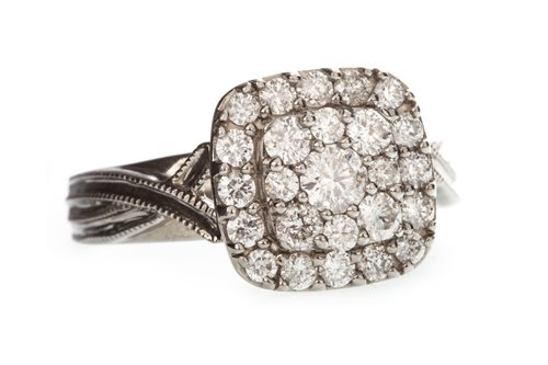 Lot 10-A DIAMOND CLUSTER RING