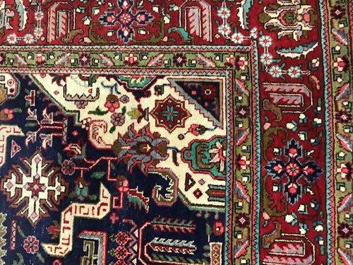 Lot 817-A 20TH CENTURY SHIRAZ PERSIAN RUG