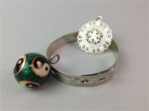 Lot 10-A GROUP OF JEWELLERY