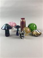Lot 32-A LOT OF GLASS PAPERWEIGHTS