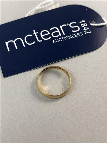 Lot 7-AN EIGHTEEN CARAT GOLD WEDDING RING