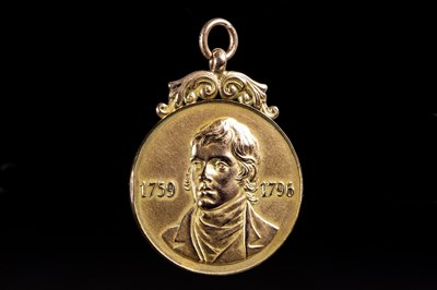 Lot 1913-RARE ROBERT BURNS GOLD MEDAL, AWARDED TO ALEX JACKSON IN 1926