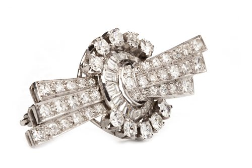 Lot 3 - AN ART DECO DIAMOND BROOCH