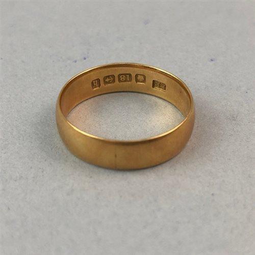 Lot 4-A NINE CARAT GOLD WEDDING BAND