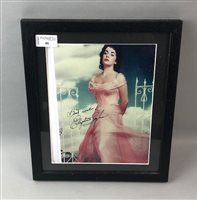 Lot 46-A COLOUR PRINT OF ELIZABETH TAYLOR WITH SIGNATURE
