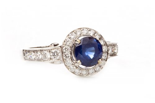 Lot 12 - A SAPPHIRE AND DIAMOND CLUSTER RING