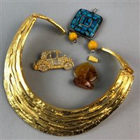 Lot 24-A KENNETH LANE CHOKER STYLE NECKLACE, OTHER COSTUME JEWELLERY AND COMPACTS