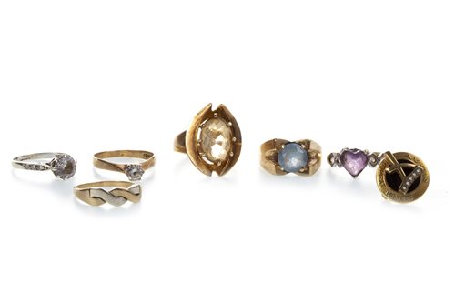 Lot 9-A BROOCH AND SIX RINGS
