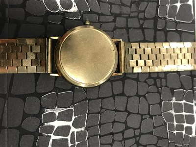 Lot 762-A GENTLEMAN'S TISSOT NINE CARAT GOLD QUARTZ WRIST WATCH