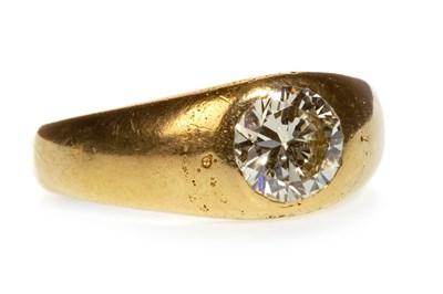 Lot 41-A GENTLEMAN'S DIAMOND SINGLE STONE RING