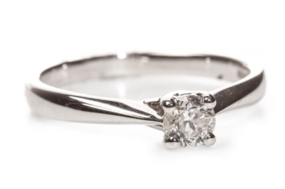 Lot 38-A DIAMOND SOLITAIRE RING
