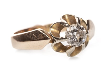 Lot 40-A DIAMOND SOLITAIRE RING